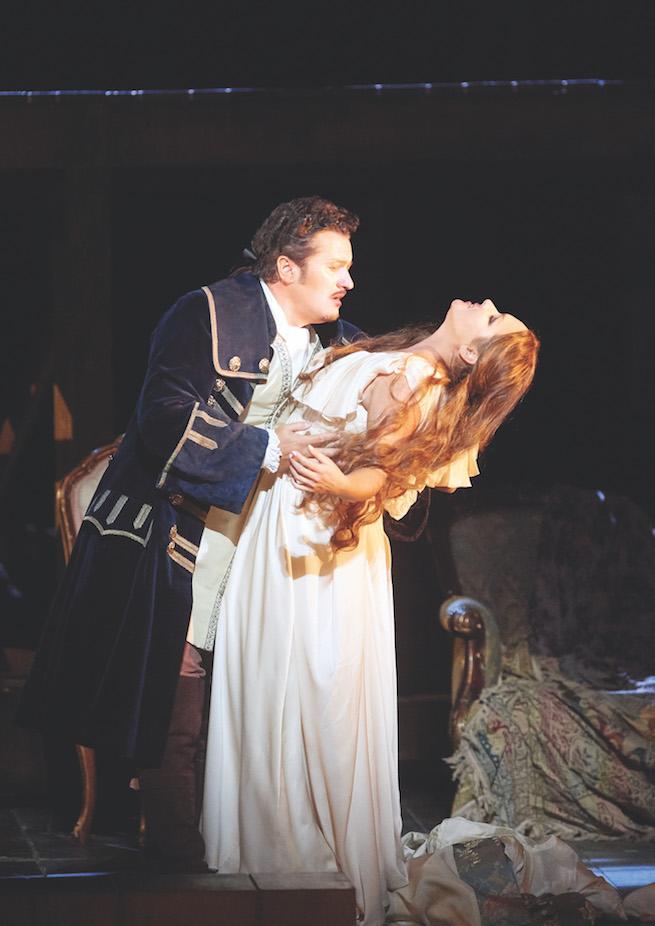 Piotr Beczała a Anna Netrebko v hlavných úlohách opery Francesa Cileu: Adriana Lecouvreur Photo: Michael Pöhn / Vienna State Opera
