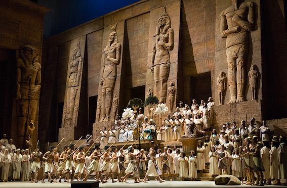 Giuseppe Verdi: Aida, 2. dejstvo, foto: Marty Sohl/Metropolitan Opera (c) 2005